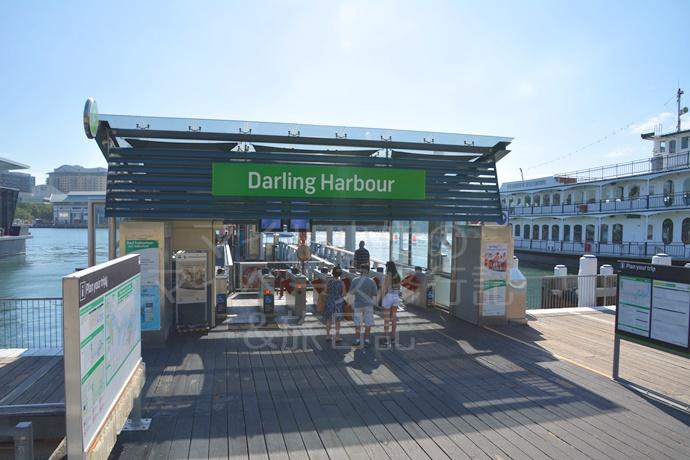ダーリングハーバーの港駅